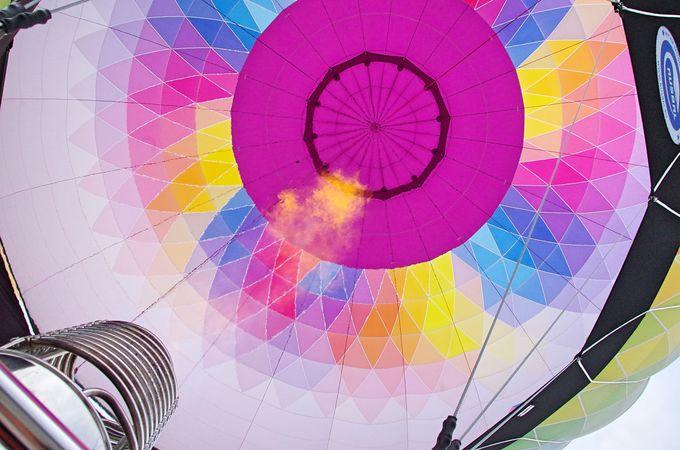 さぁ、熱気球に乗り込み空の大冒険へ