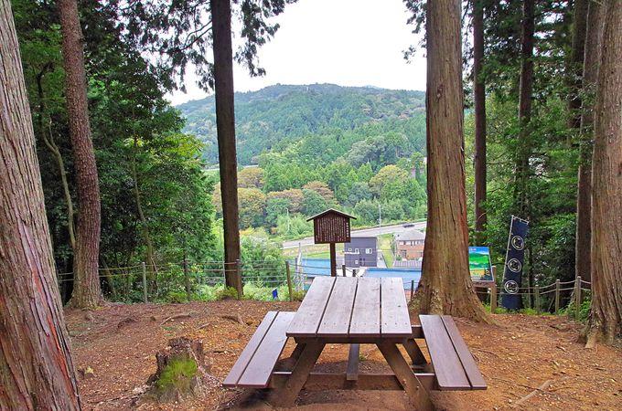 関ケ原の人気史跡「大谷吉継陣跡」と献花が絶えない「大谷吉継墓」
