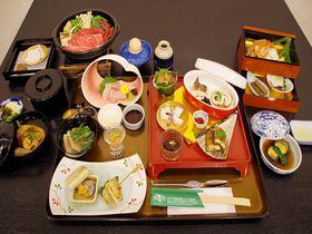 休暇村近江八幡の「信長饗応膳」安土城での供宴料理を再現!