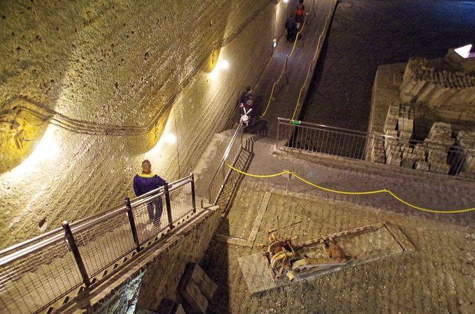 地下への入口はシンプルだけど降りればスゴい!