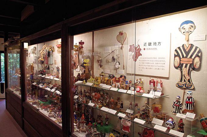 びっしり並んだ日本全国の郷土玩具
