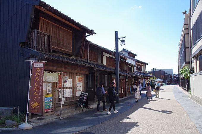 格子戸のある古い町並み川原町を散策