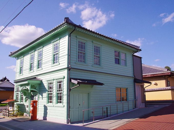 大正時代の郵便局もホテルやカフェに