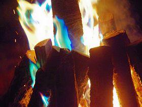 七色の炎が舞い踊る焚き火イベント開催!ネスタリゾート神戸