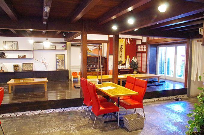 壱岐牛バーガーをガブリと「モカジャバカフェ大久保本店」