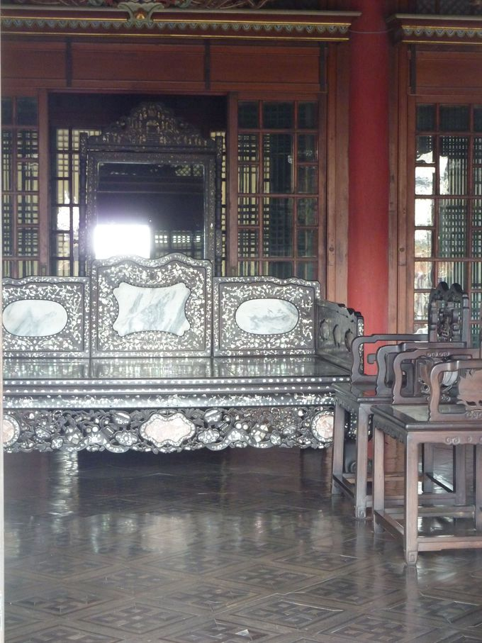 王と王妃の寝殿を拝見。