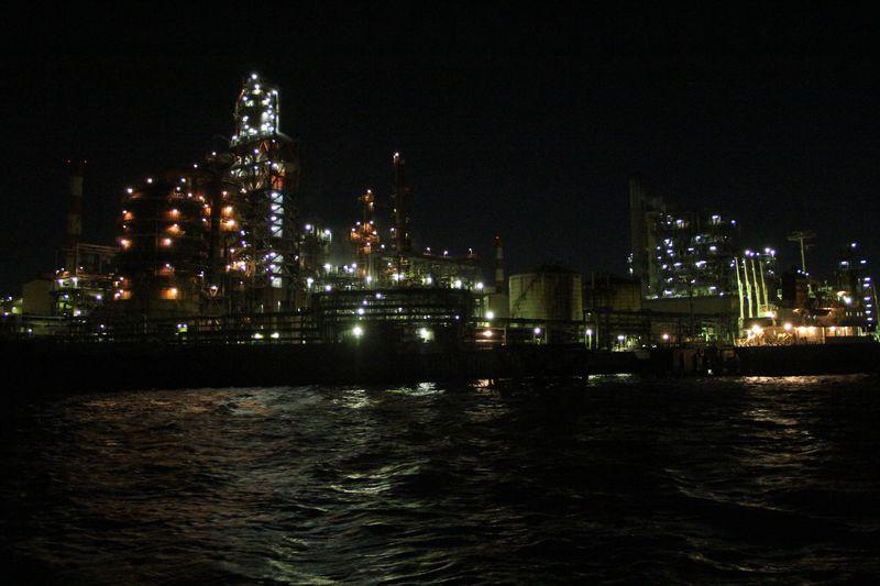 肉食系交通船で行く!横浜「工場夜景探検ツアー」で光の世界へ!!