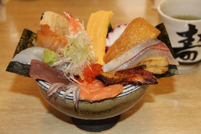 ど〜んと登場!豪華メガ盛り絶品「海鮮丼」!