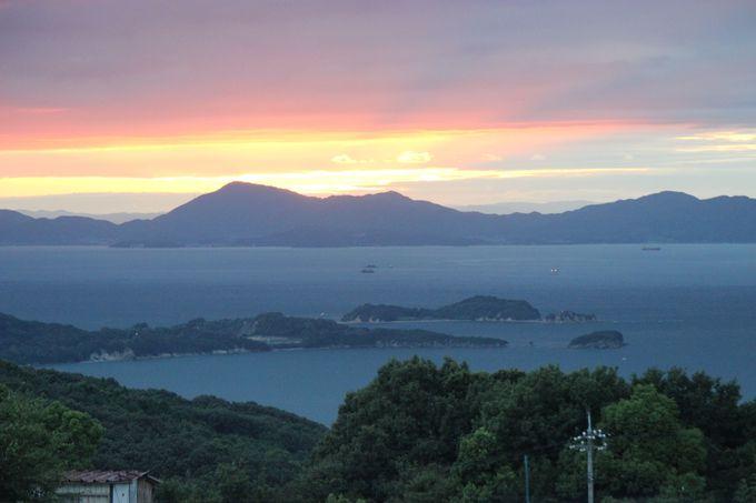 瀬戸内海に浮かぶ「小豆島」は、日本の「夕陽百選」にも選ばれた山と海の自然美にあふれた癒しの島!!