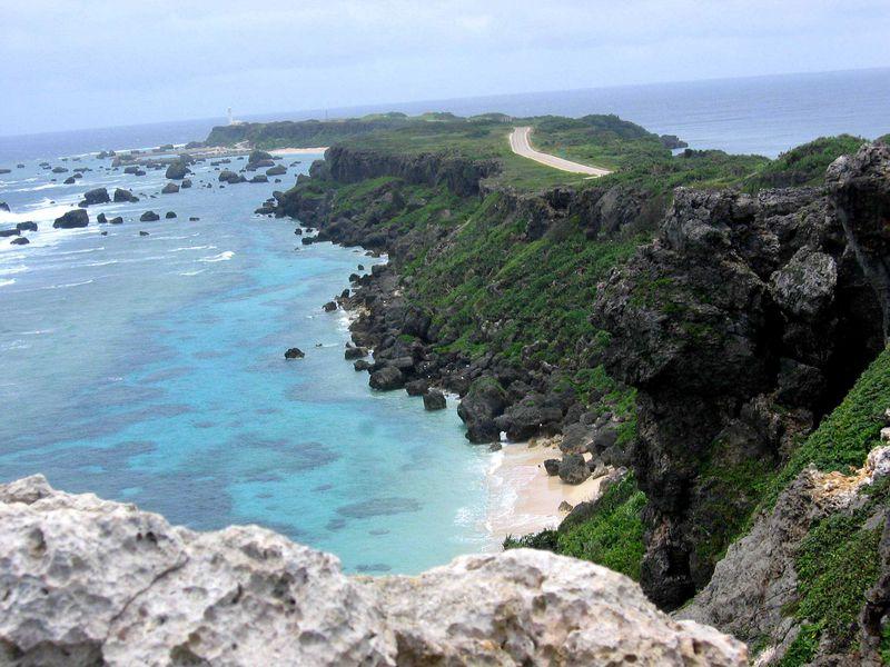 宮古島で2つの海をまっぷたつ!?眺望が美しい東平安名崎