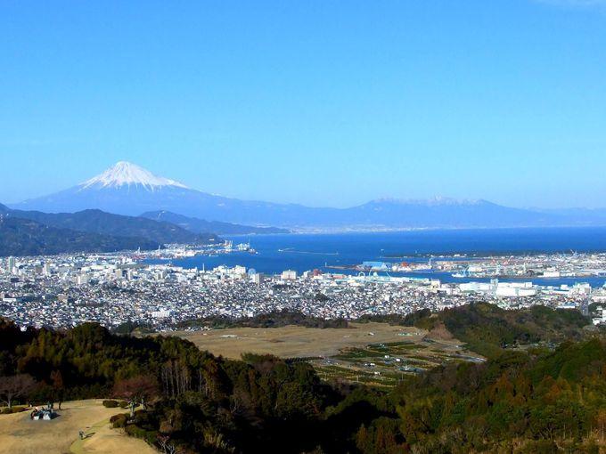 いちご狩りのシーズンは雪化粧した富士山の絶景シーズン!