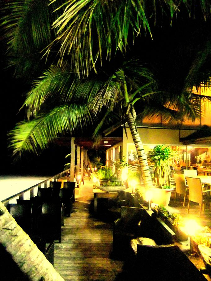 夜も雰囲気満点のレストラン&バー
