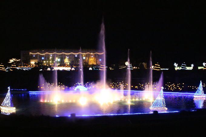 必見!冬の夜空に高く輝く大噴水ショー