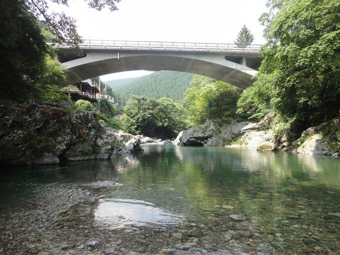 周辺は川遊び、キャンプに最適!