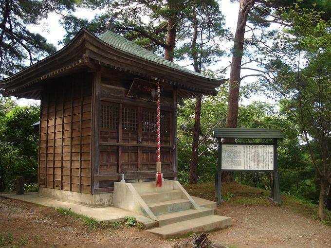 新潟の自然の地形を利用した要塞、春日山城