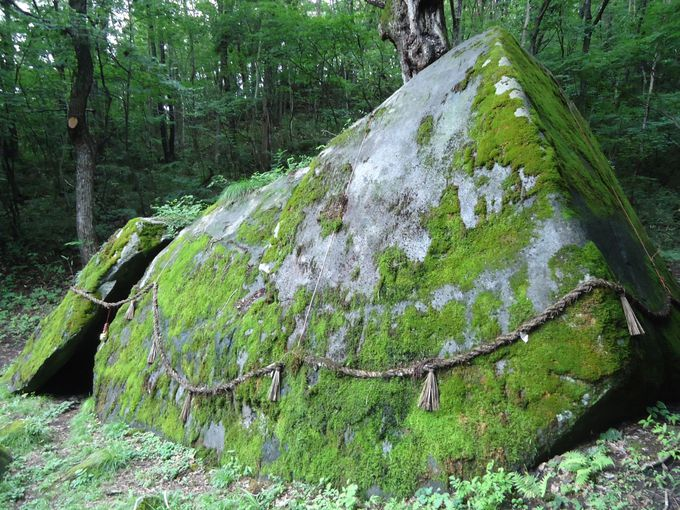 坂上田村麻呂も恐れた、アラハバキ神の巨岩(胎内石)