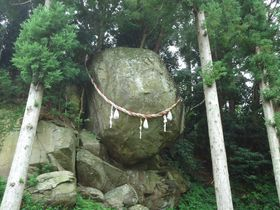 石巻のパワースポット・釣石神社「落ちない」巨岩にあやかろう!