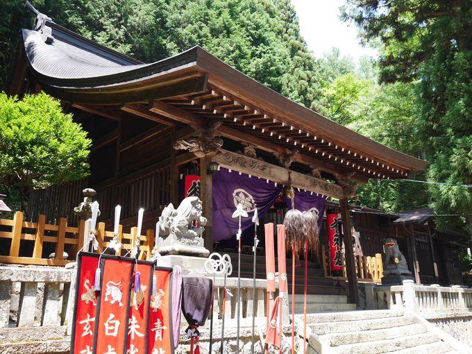 奈良井宿の疫病を抑えた経津主命を祀る「鎮神社」