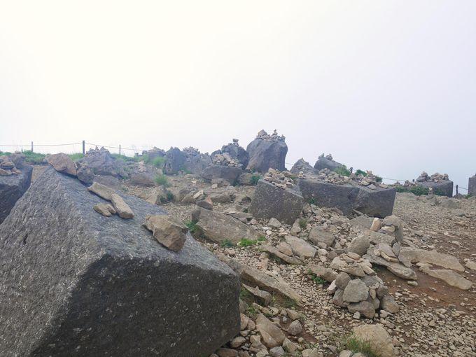 ストーンサークル?山頂の古代祭祀の跡
