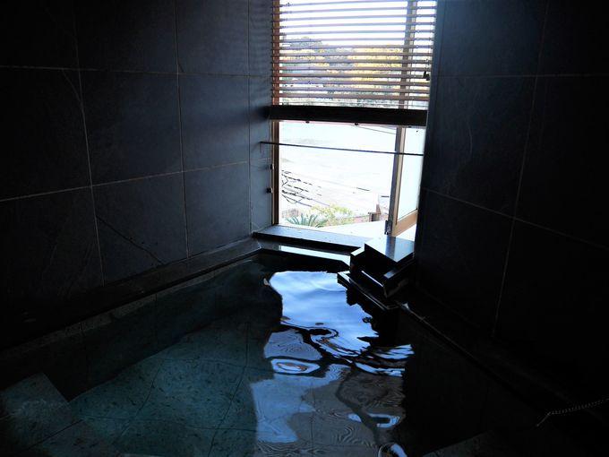部屋のお風呂は源泉掛け流しの温泉