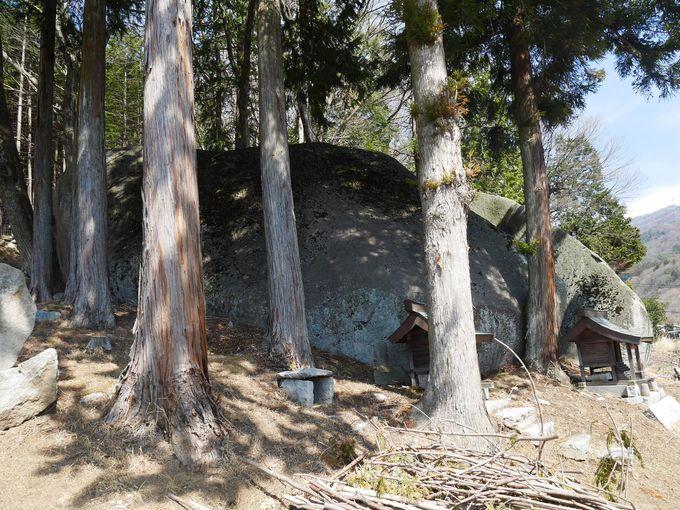 超巨大な石…でも氷山の一角
