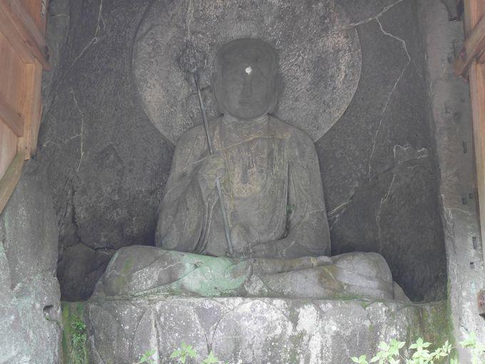 旅人を救う摩崖仏「六道地蔵」