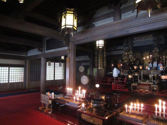 成田山不動尊で護摩祈祷を見学する