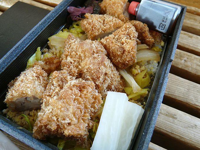 侘家古暦堂のふわふわ卵の鶏カツ弁当
