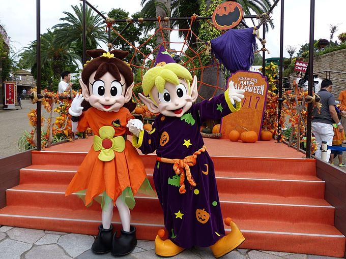 ハロウィン衣装のキャラクターと一緒に記念撮影!
