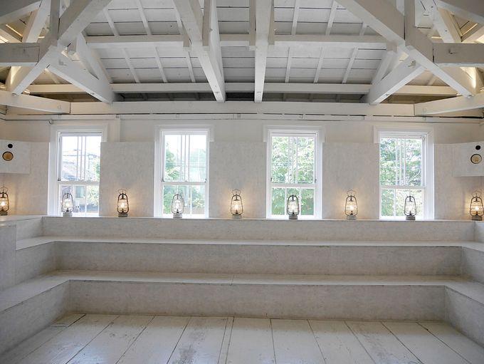 2階はおどろきの真っ白な自由空間
