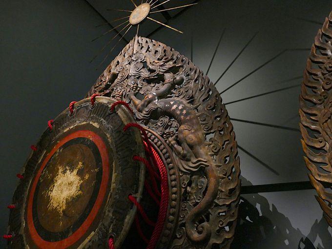 芸術品のような見事なだ太鼓の彫刻