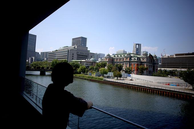 プロが演出し川を渡る空気と開放感が共存するホテル
