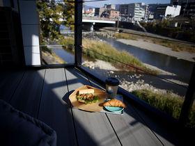 鴨川沿いカフェの川間食堂!京都で憧れの一棟貸し宿泊体験も