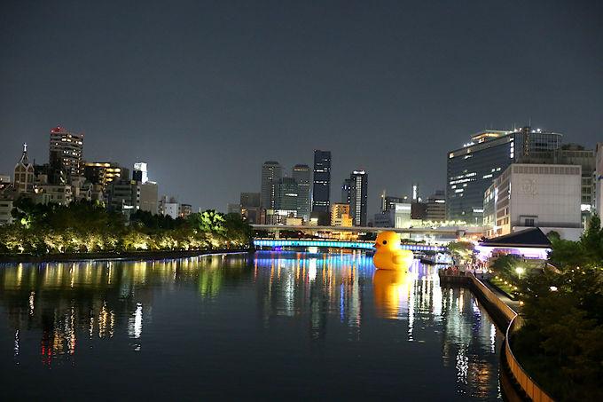時間帯によっても表情の変わるラバー・ダックと水都大阪