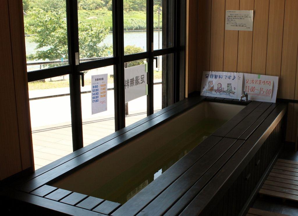 都内初!『旧中川・川の駅』土産やドリンクを楽しみ 足湯に浸かりながら休憩満喫!