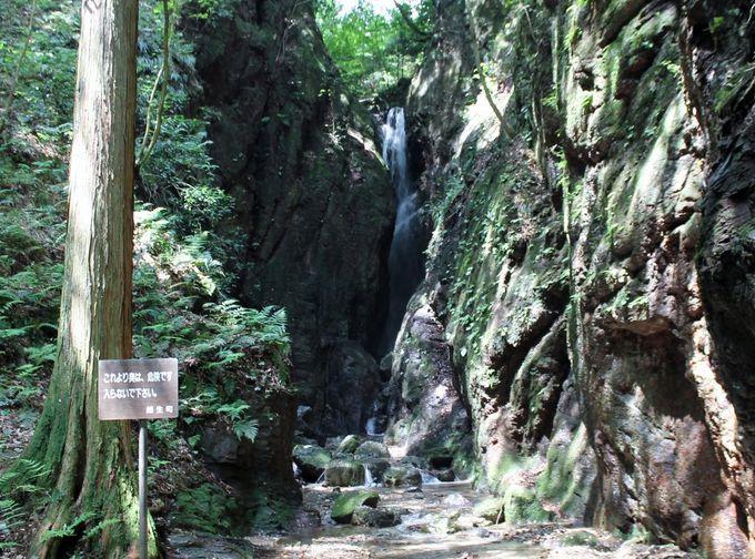 いにしえの山岳仏教修行者の霊場!黒山三滝