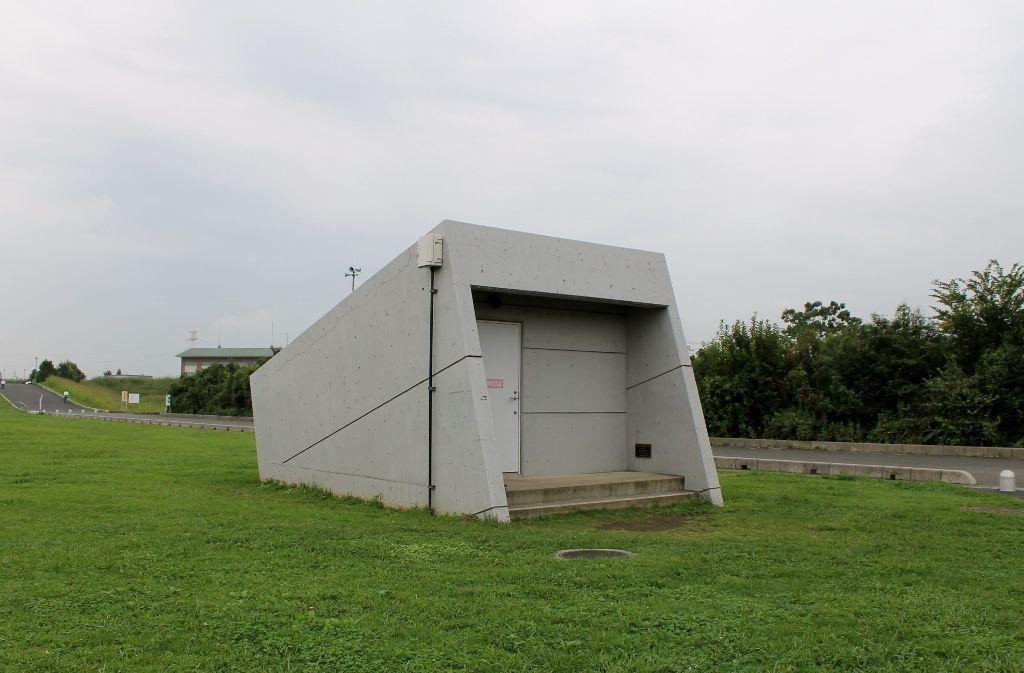 巨大地下施設につながる小さな入口!