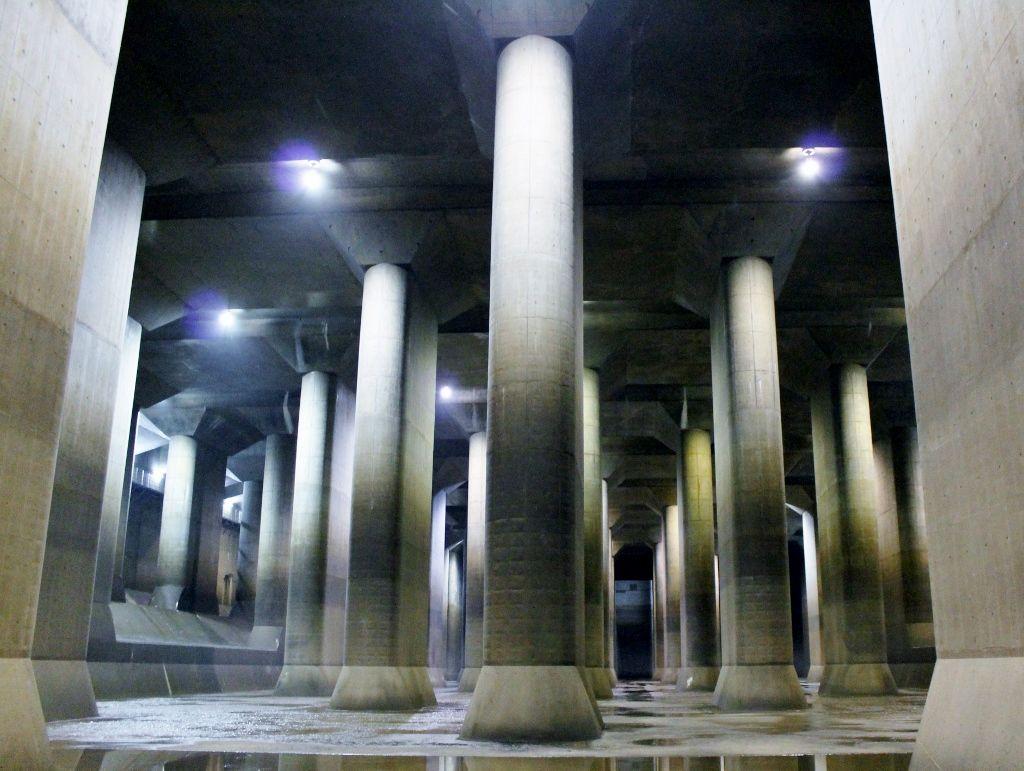 実用が生んだ 神秘の『地下神殿』(調圧水槽)