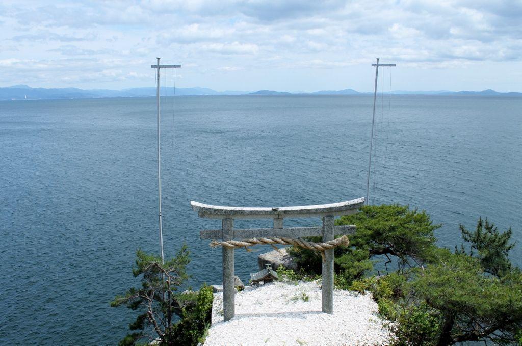 琵琶湖北部に浮かぶパワースポット「竹生島」
