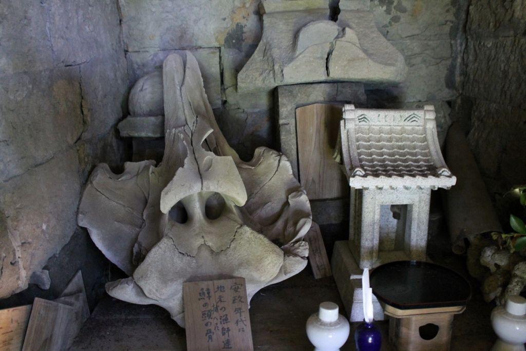 安政時代のクジラの頭の骨が祀られた「大杉神社」