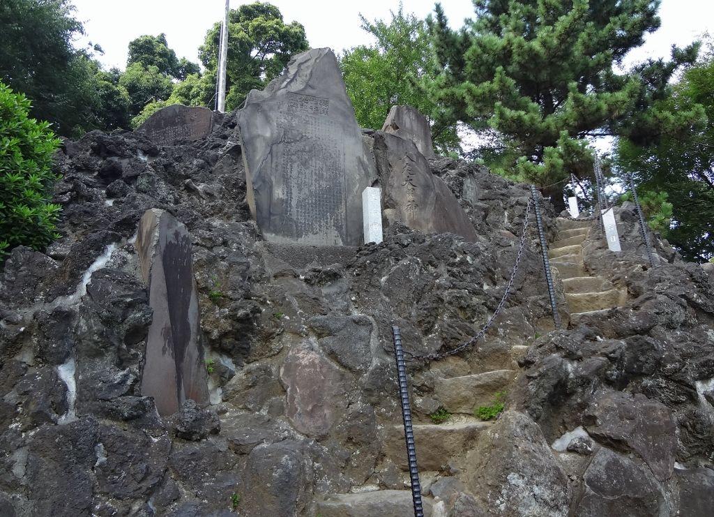 品川区「品川神社」の富士塚「品川富士」