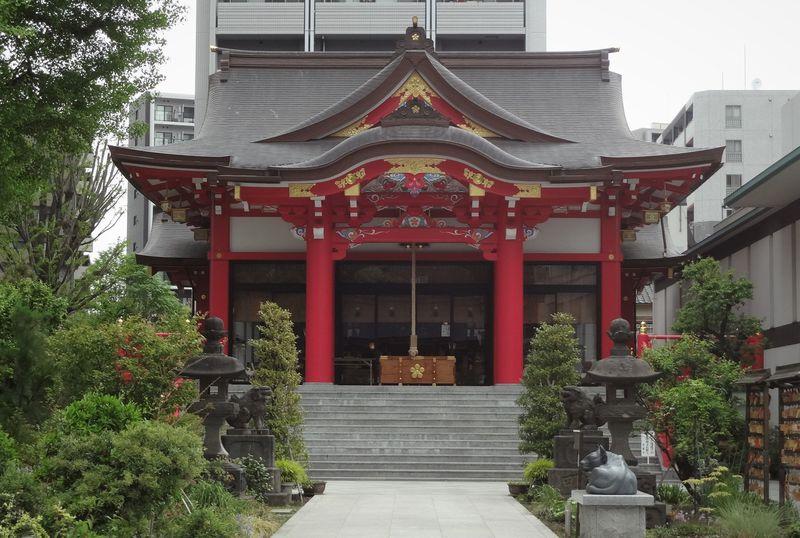 大都会新宿のビルの谷間に静かに佇むパワースポット「成子天神社」