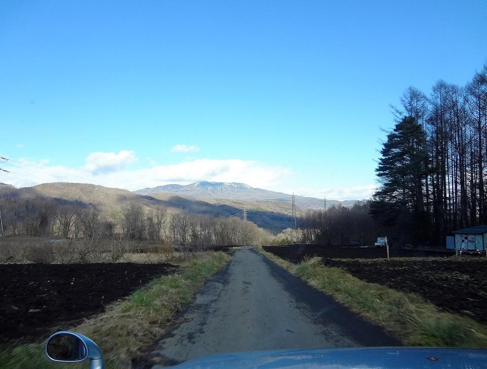 3つの日本百名山が美しい小道を進む