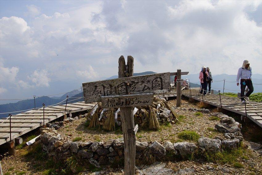 パノラマの絶景が楽しめる剣山