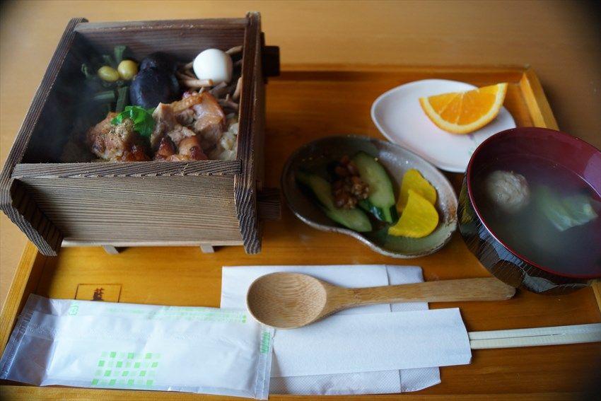 「藍蔵」お勧めの食は「地鶏のせいろ飯」