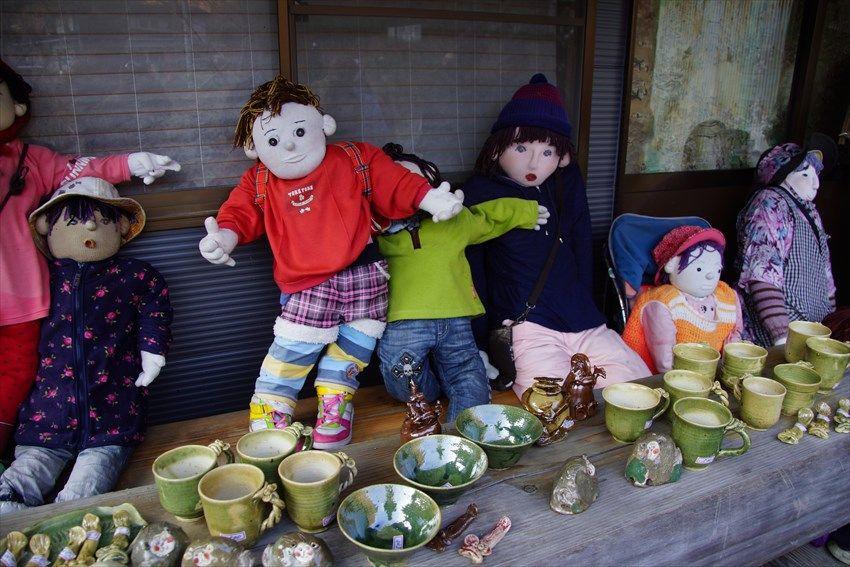 「かかしの里」では、陶芸作品販売中