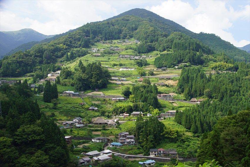 山の頂まで広がるような秘境祖谷の「落合集落」