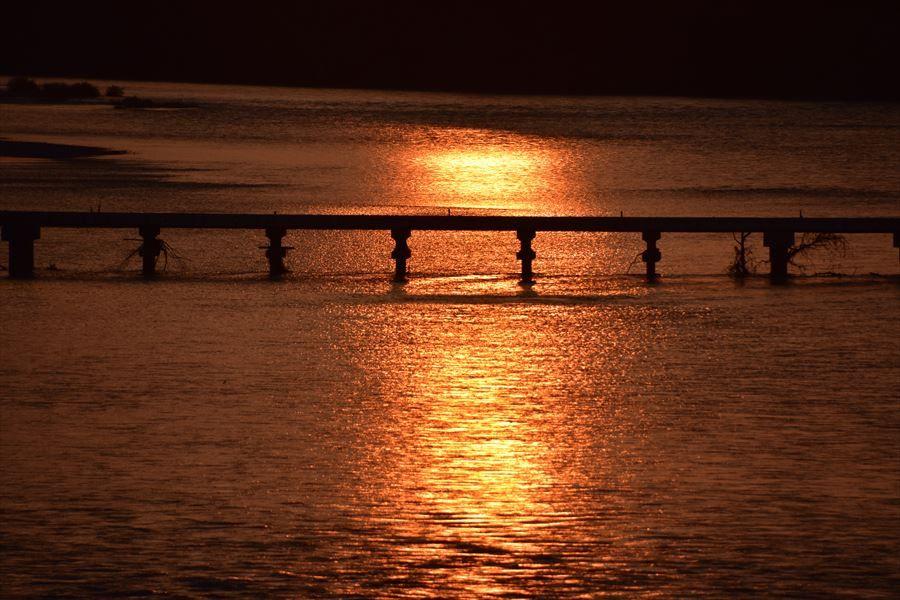 吉野川中流域は夕陽の名所