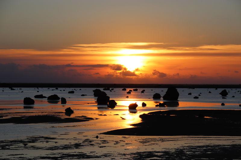 巨岩が無数に転がる!伊良部島「佐和田の浜」は夕日も美しい