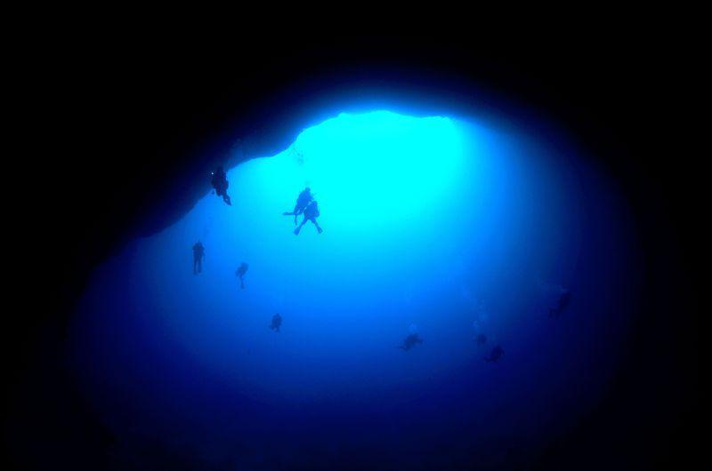 沖縄・下地島「通り池」はダイバーも憧れる和製ブルーホールだ!